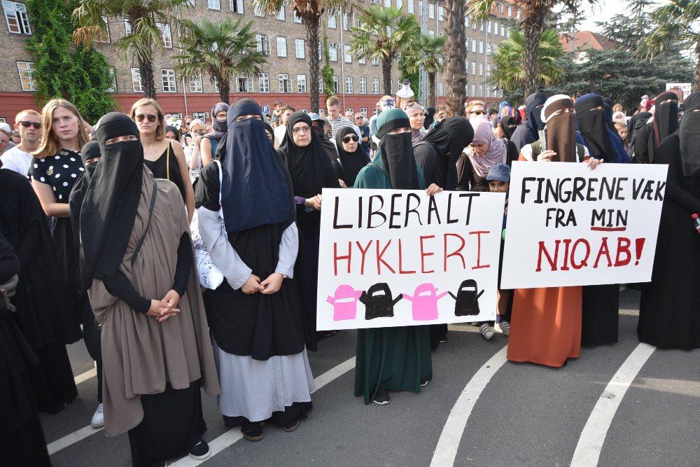 Diversos grupos musulmanes se concentraron contra la ley de Dinamarca