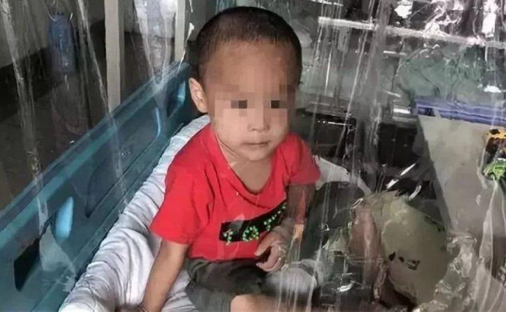 El menor se encuentra hospitalizado