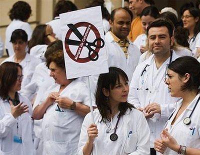 El PP manchego denuncia la falta de médicos después de despedir a 2.800