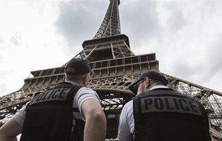 """Dos muertos y un herido en un ataque con un cuchillo al grito de """"Alá es grande"""" en las cercanías de París"""