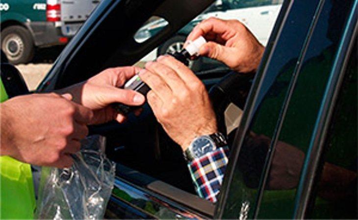 Conducir ebriopuede ser sancionado con unainfracción administrativao puede ser undelito penal