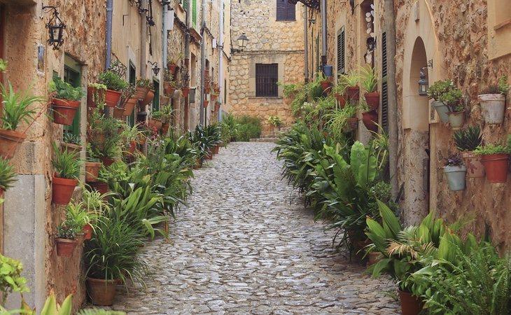 La Reina Sofía disfruta de sus paseos por todas las calles de Menorca y sin ningún tipo de rumbo