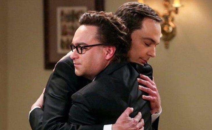 Sheldon y Leonard se funden en un abrazo en 'The Big Bang Theory'