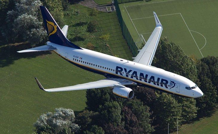 La aerolínea cobrará a partir de noviembre por llevar equipaje de mano