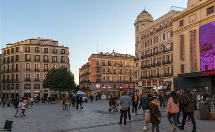El modelo urbanístico de Gallardón redujo al máximo el mobiliario urbano en las plazas del centro de la capital