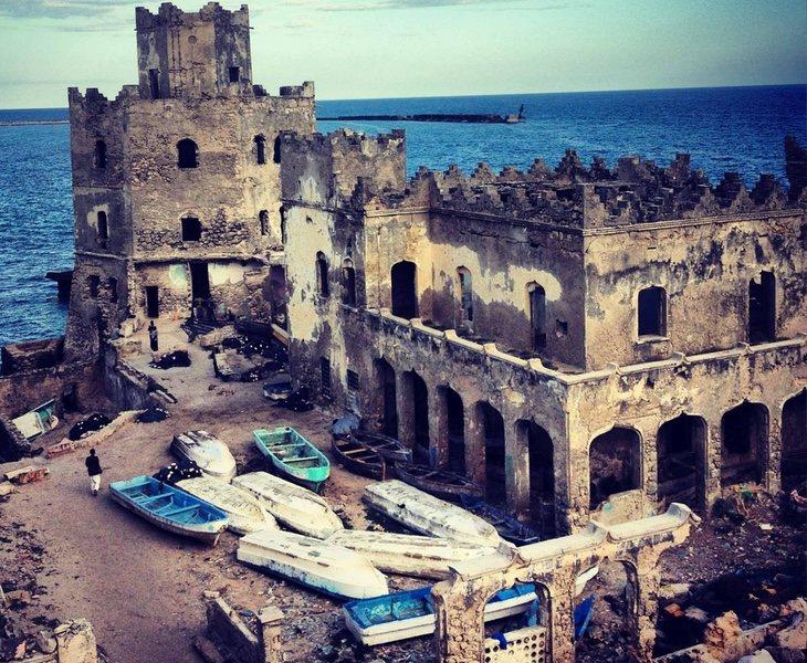 Las ruinas ahora ocupan toda la costa del país