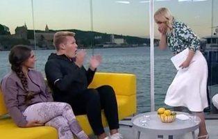 Una reconocida presentadora noruega vomita sobre su invitado en pleno directo