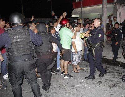 Los vecinos de un pueblo golpean y queman vivos a dos hombres por secuestrar menores