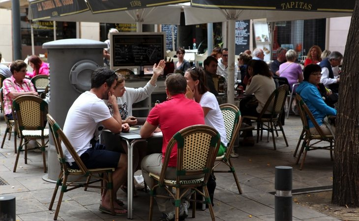 Mantener el horario de verano tendría efectos positivos el sector servicios
