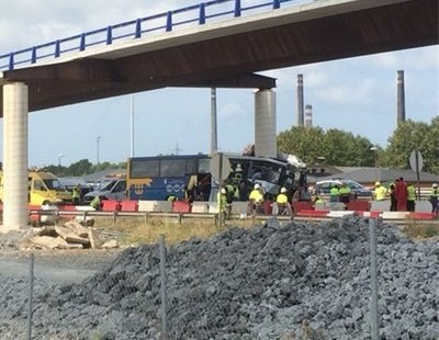 Cinco muertos y 15 heridos en un grave accidente de autobús en Avilés (Asturias)