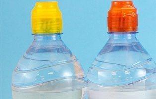 Font Vella lanza botellas con tapones de colores y extremistas piden boicot por el amarillo