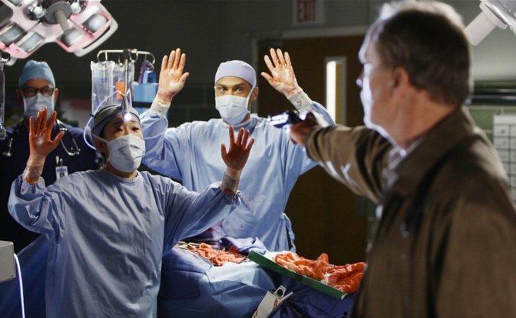 La sexta temporada de 'Anatomía de Grey' concluyó con un tiroteo que tiñó de sangre el hospital