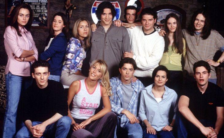 Algunos de los personajes que protagonizaron 'Al salir de clase'