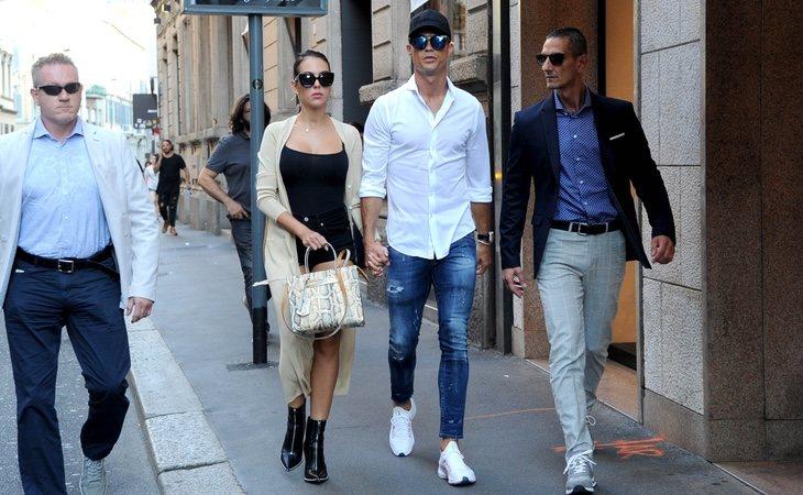 La pareja por las calle de Milán