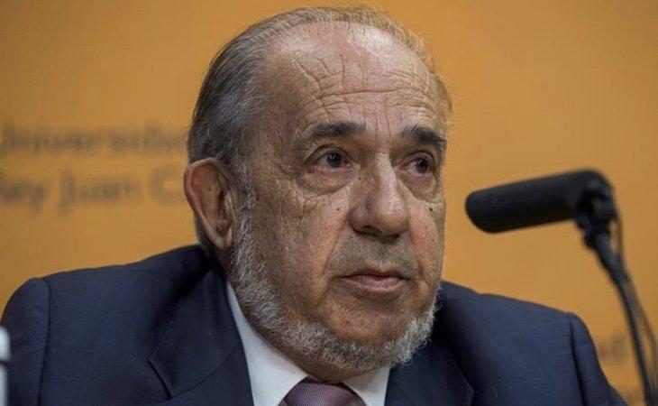 Enrique Álvarez Conde fue uno de los encargados del máster de Carmen Montón