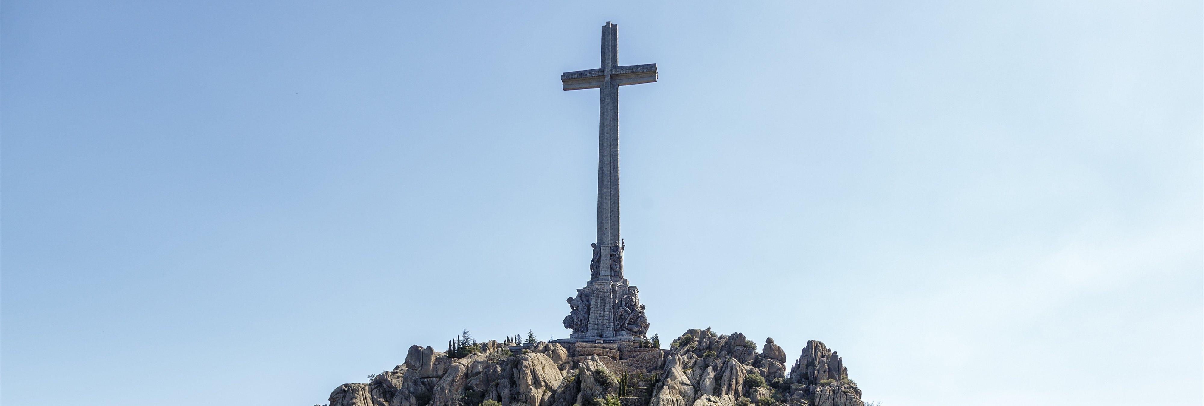 El Gobierno aprueba exhumar a Franco del Valle de los Caídos con la abstención de PP y C's