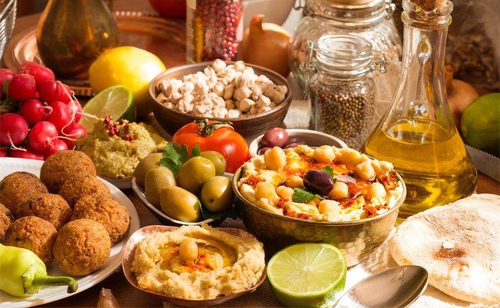 Hummus y falafel con los ingredientes