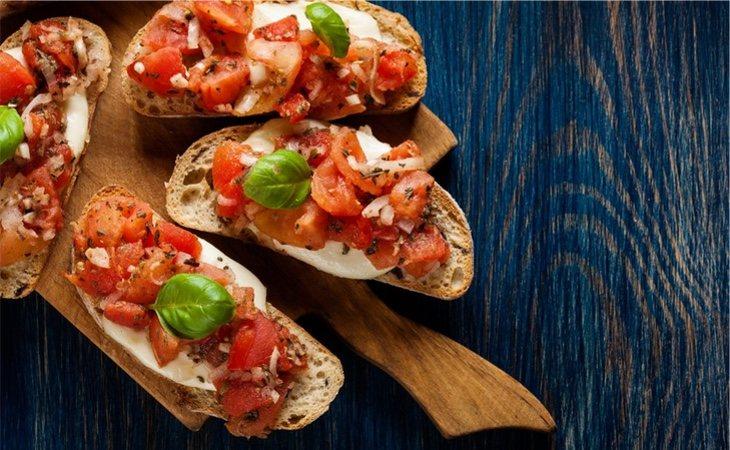 Pan con queso y tomate y especias