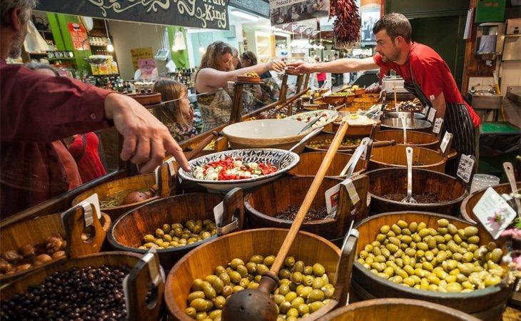 Un puesto de aceitunas en el Mercado Inglés de Cork City