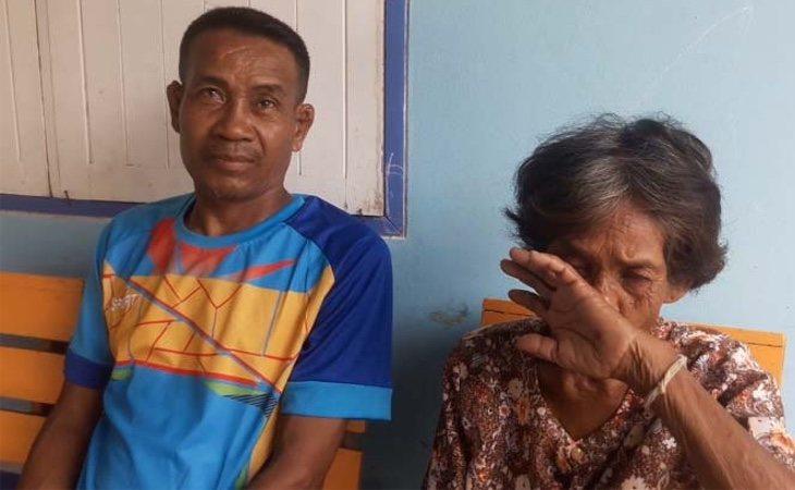 Somsuk y su madre. /Foto: medio Sanook