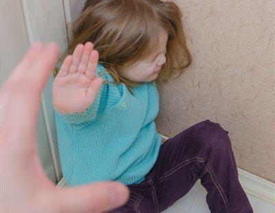 Condenado por golpear a su hija en la cara por no hacer los deberes