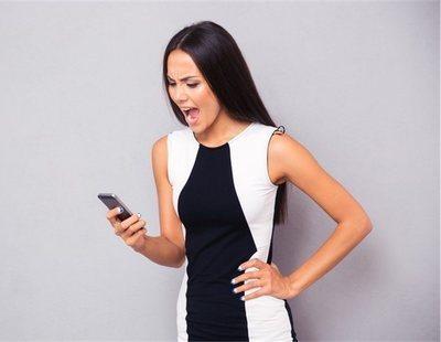 Feministas acusan a Apple de fabricar iPhones muy grandes para las manos de una mujer