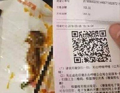Encuentra una rata muerta en su sopa dentro de un restaurante chino