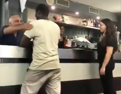 """""""Precariedad y vejaciones"""": así es trabajar con el hostelero que humilló a un joven negro"""