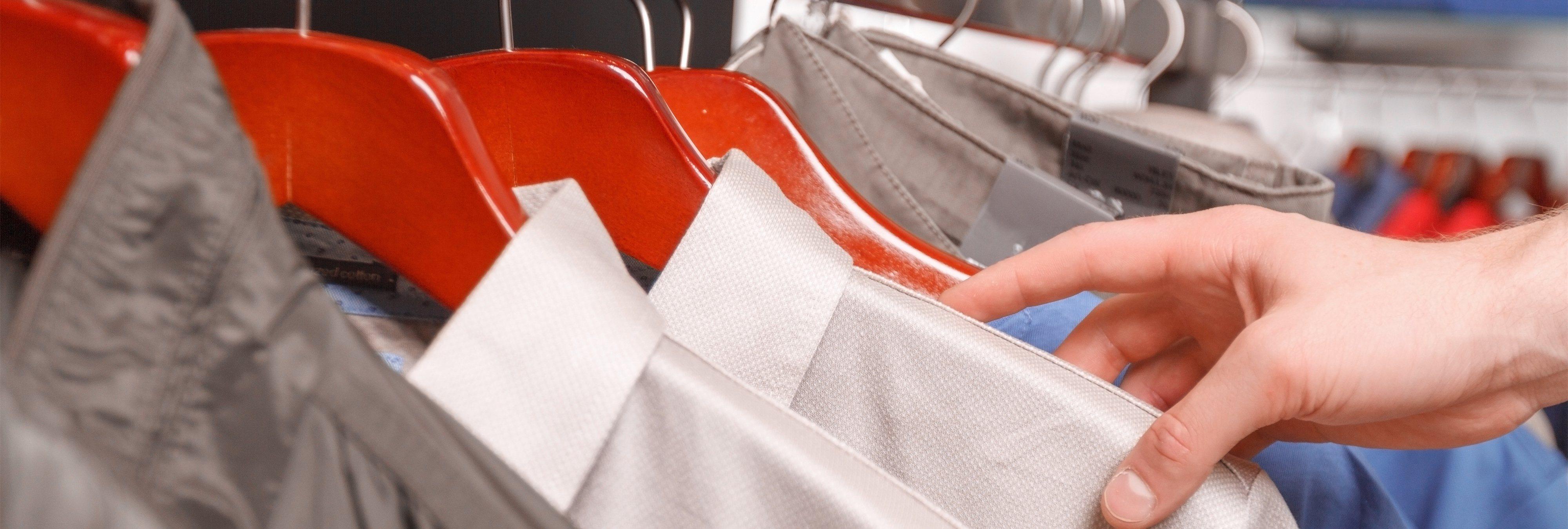 Cobrar por usar los probadores en las tiendas: la última ocurrencia del PP