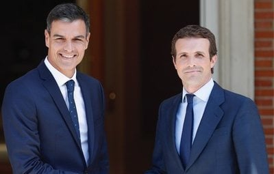 Pedro Sánchez y Pablo Casado firman un pacto de no agresión mutua