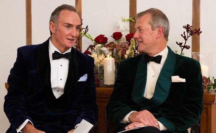 James Coyle y Lord Ivar Mountbatten, primo de la Reina Isabel, durante la ceremonia de su boda