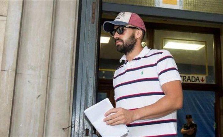 Antonio Manuel Guerrero, el guardia civil miembro de 'La Manada' sale del juzgado de Sevilla (EFE)