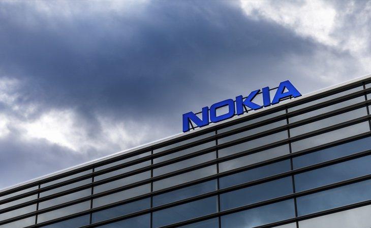 Nokia fue comprada por Microsoft tras una espiral de caída libre