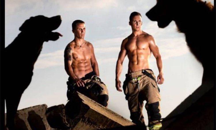 Los bomberos de Zaragoza, en una imagen del calendario