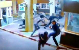 Condecoran al agente que se rompió la pierna al patear a migrantes que cruzaban a Ceuta
