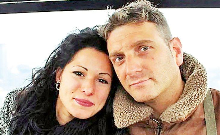 Andrew Wardle, el hombre con el pene biónico, y su pareja