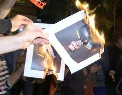 Independentistas se reúnen en una cacerolada para quemar fotos del rey en Barcelona