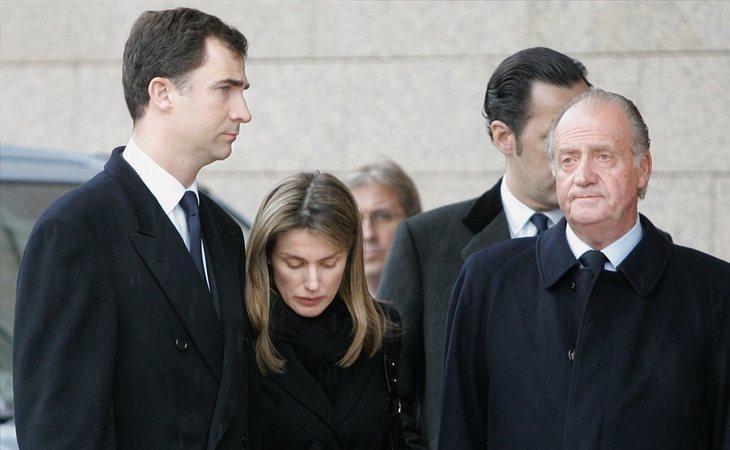 Felipe VI, Letizia Ortiz y Juan Carlos I en el funeral de Erika Ortiz