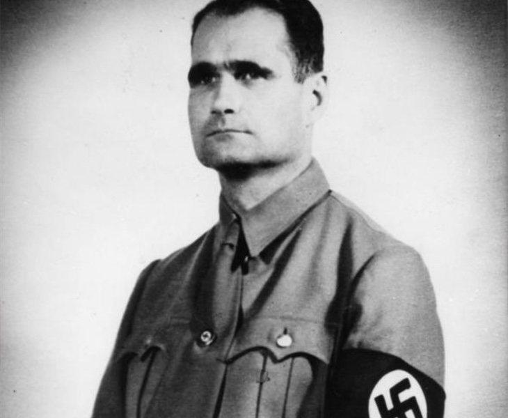 Alemania incineró y esparció en el mar los restos de Rudolf Hess para evitar la peregrinación de los simpatizantes nazis