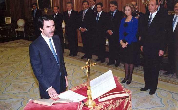 Aznar jurando su cargo como presidente de España