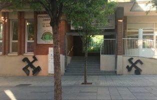 La Generalitat exige que se retire un lazo amarillo de una guardería pública en Esplugues