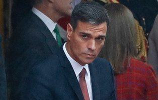 """Pedro Sánchez es recibido en el desfile del 12-O con pitos y abucheos: """"fuera, fuera"""""""