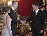 El cómico error de protocolo de Pedro Sánchez y su mujer en la recepción real del 12-O