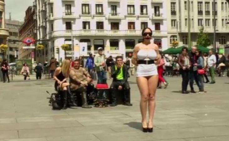 La escena porno en la plaza de Callao, Madrid