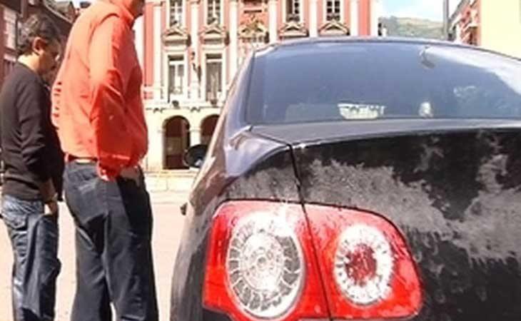 El coche de Juan José Menéndez tras ser rociado con ácido