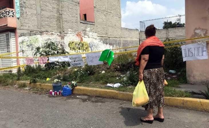 Vecinos dejan velas donde Juan Carlos y Patricia enterraban los cuerpos sin vida de sus víctimas