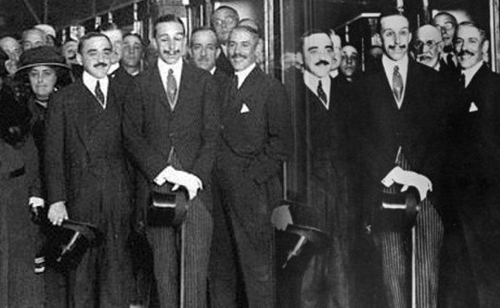 La foto de inauguración tuvo que ser retocada porque el Rey Alfonso XIII salía con los ojos cerrados