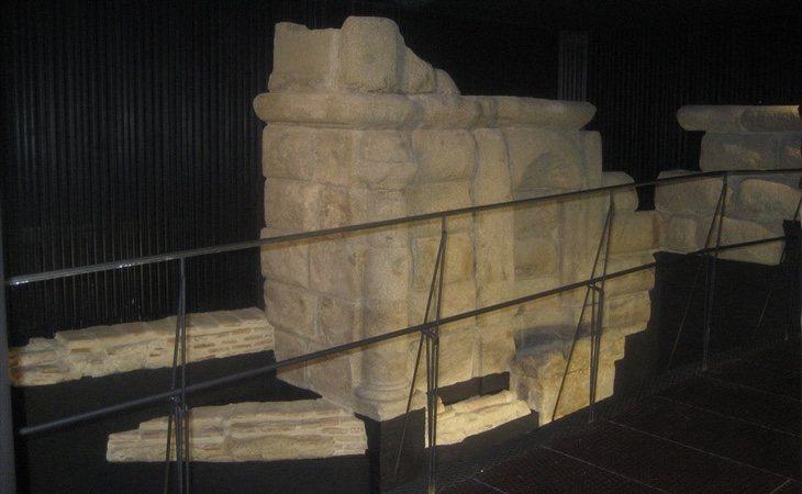 La Fuente de los Caños del Peral cuenta con una réplica completa en superficie