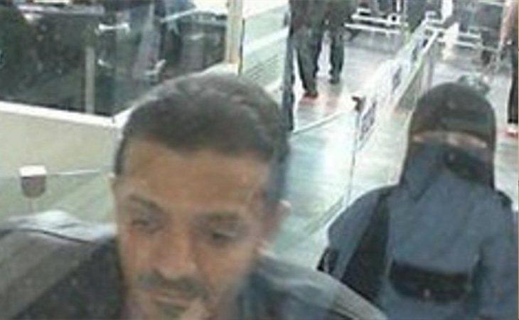 El médico forense Salah al Tubaigy se desplazó al lugar armado con una sierra para cortar huesos