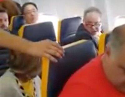 Agreden a una mujer negra en un avión de Ryanair en Barcelona sin que el personal actúe